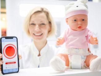 Smarte Wearables sind auf dem Vormarsch - wie der Kleidungssensor `Opro9´, vorgestellt bei der MEDICA 2018, zur Erfassung von Temperatur- und Feuchtigkeitsparametern (Foto: C. Tillmann/ Messe Düsseldorf)